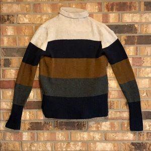 Color black sweater